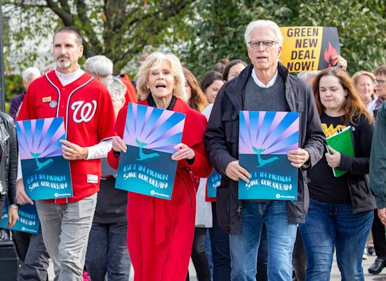 ג'יין פונדה בהפגנה / צילום: Tim Aubry / Greenpeace