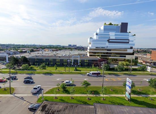 Champagne Centre.המרכז הרפואי הגדול ביותר בטורונטו / צילום: בסט