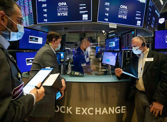 הסוחרים בוול סטריט. ביקורת על בתי ההשקעות שאיפשרו להסתיר את זהות הקרן / צילום: Associated Press, Colin Ziemer