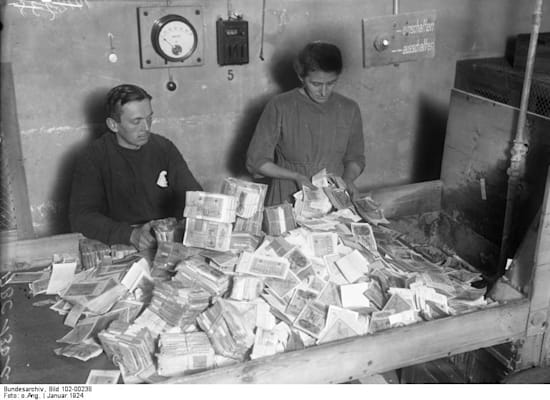שטרות הכסף היו שווים הרבה פחות מהנייר שהם הודפסו עליו / צילום: ויקיפדיה