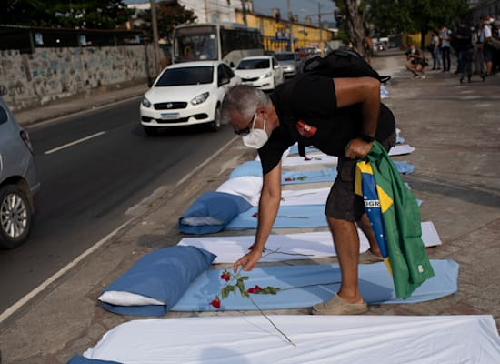 טקס מחאה נגד מדיניות הממשלה בריו דה ז'נרו / צילום: Associated Press, Silvia Izquierdo