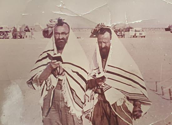 זלמן זילברשלג ואחיו יהושע / צילום: תמונה פרטית