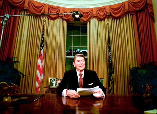הנשיא לשעבר רונלד רייגן. רוחו מרחפת מעל הפוליטיקה ב־40 השנים האחרונות
