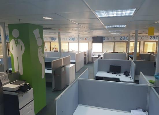 משרדי זאפ ריקים בשעה שהעובדים מוחים בשל מכירת החברה / צילום: אגף הדוברות בהסתדרות