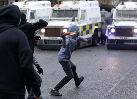 המהומות בבלפסט בשבוע האחרון / צילום: Associated Press, Peter Morrison
