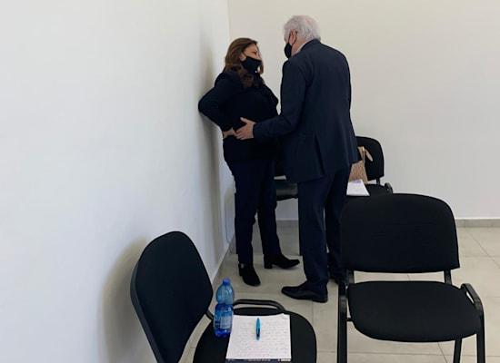 שאול ואיריס אלוביץ' בבית המשפט / צילום: ניצן שפיר