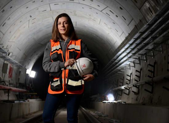נופר פרימוביץ'־מכבי, מנהלת פרויקט תחנת אהרונוביץ' של הרכבת הקלה, דניה סיבוס / צילום: איל יצהר