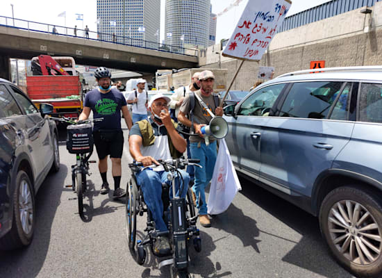 מפגינים חוסמים את נתבי איילון בתל אביב / צילום: איל יצהר
