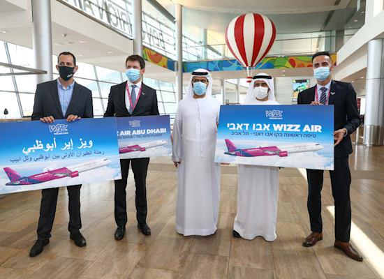 """מנכ""""ל וויז אייר אבו דאבי, קיס וואן שייק וצוות האוויר / צילום: יוסי אלוני, יח""""צ"""