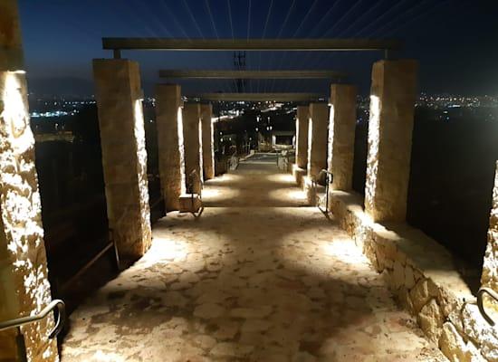 מגדל צדק בלילה / צילום: אורי קייזר - רשות הטבע והגנים
