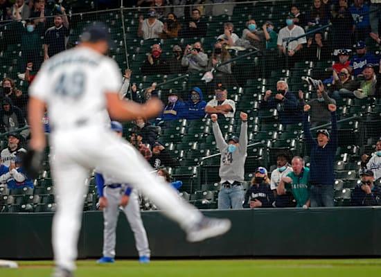 משחק של הדודג'רס בסיאטל, השבוע. אמריקה חזרה למגרשים / צילום: Associated Press, Ted S. Warren
