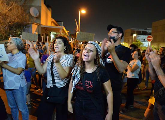 הפגנה מול הישיבה / צילום: איל יצהר