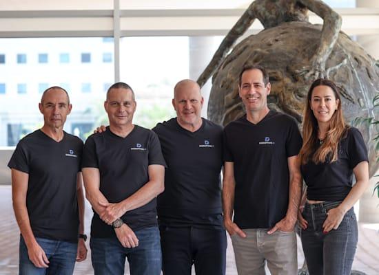 השותפים בקרן דיסרפטיב AI מימין לשמאל: אילית גלר, יוראי פיינמסר, טל ברנח, יזהר שי וגדי תירוש / צילום: רועי בר