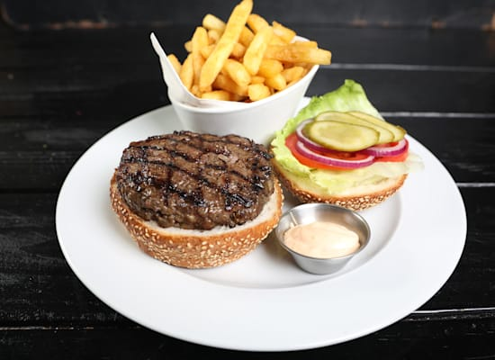המבורגר עם צ'יפס / צילום: מיטל סולומון