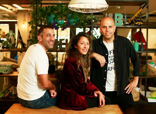 מייסדי האניבוק עוז אלון (מימין), נעמה אלון ודרור שמעוני / צילום: האניבוק