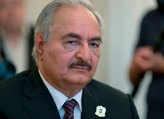 הגנרל חליפה חפתר, מנהיג הצבא הלאומי של לוב / צילום: Associated Press, Ivan Sekretarev