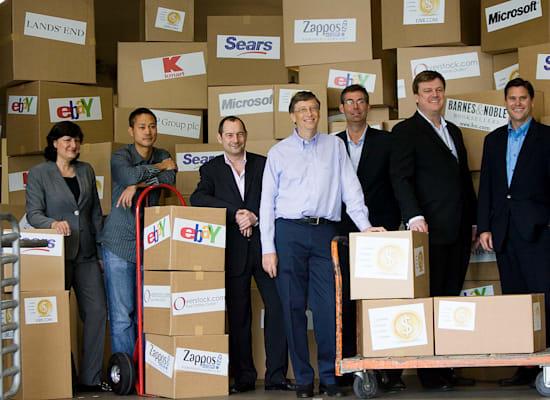 שיי (קיצוני משמאל). בתמונה עם מנהלים בכירים בתעשיית המסחר המקוון, בהם גם ביל גייטס (במרכז) / צילום: Associated Press, Stephen Brashear