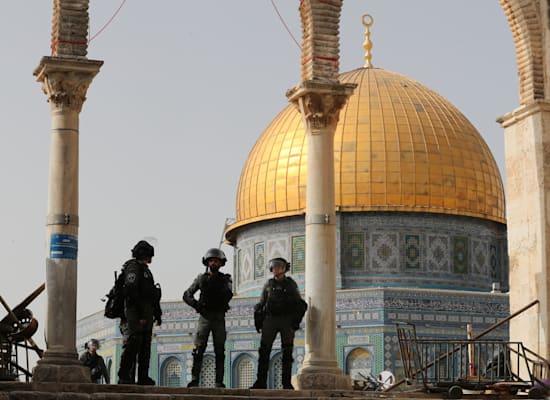 כוחות הביטחון בהר הבית הבוקר / צילום: Reuters, Ammar Awad