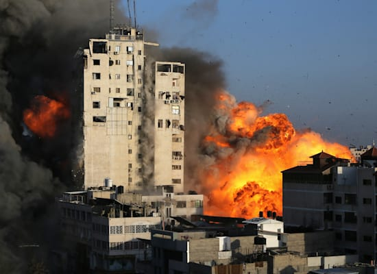 תקיפת חיל האוויר בעזה / צילום: Reuters, Ibraheem Abu Mustafa