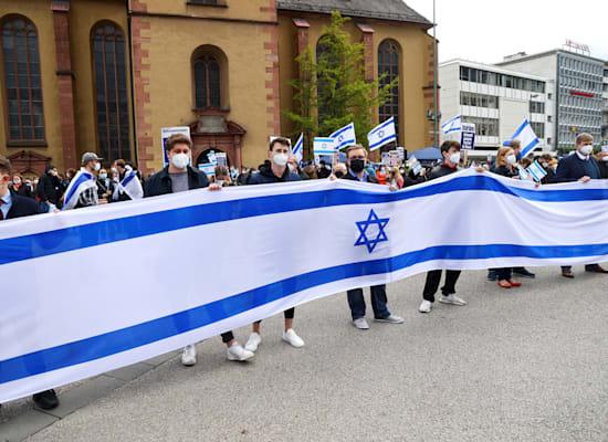 הפגנת תמיכה בישראל בפרנקפורט שמתקיימת בתגובה להפגנה נגד / צילום: Reuters, Kai Pfaffenbach