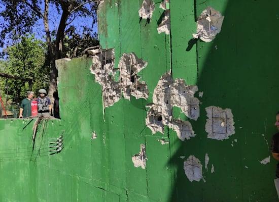 נזק לחומות בגן החיות ספארי מנפילת טיל במקום / צילום: דוברות ספארי