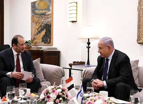 """נתניהו בפגישה עם ראש המודיעין הכללי המצרי עבאס כאמל / צילום: עמוס בן גרשום, לע""""מ"""