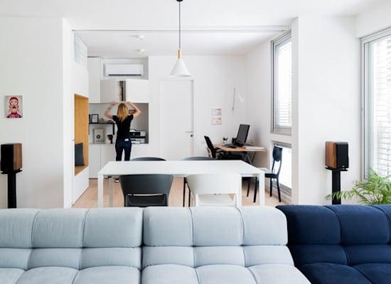 מחיצה לפינת עבודה בסלון, בעיצוב דלית לילינטל / צילום: גלית דויטש