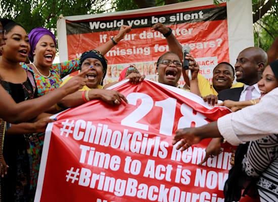 פעילים ניגריים בהפגנה לשחרור תלמידות בית הספר שנחטפו על-ידי חמושים מבוקו חראם / צילום: Reuters, Afolabi Sotunde