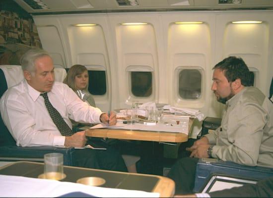 """בני הזוג נתניהו עם ליברמן, 1996 / צילום: סער יעקב-לע""""מ"""
