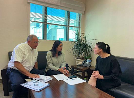 פגישת חפיפה בין מרב מיכאלי ומירי רגב על משרד התחבורה / צילום: דוברות משרד התחבורה