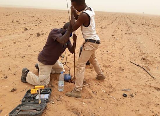 התקנת קרופקס באדמה יבשה / צילום: Senegal Cropx