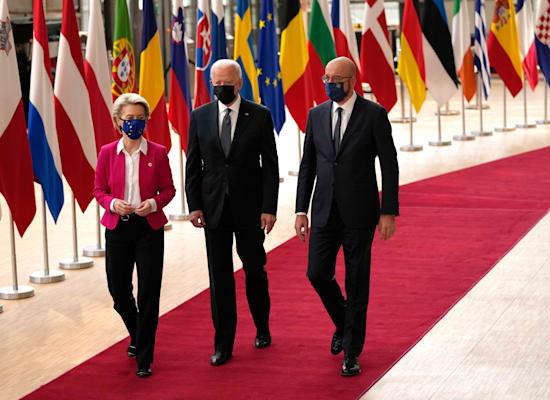 נשיא המועצה האירופית, שארל מישל, ביידן ונשיאת הנציבות, אורסולה פון דר ליין / צילום: Associated Press