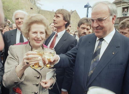 הלמוט קוהל ומרגרט תאצ'ר, ב-1989 / צילום: Associated Press, Udo Weitz
