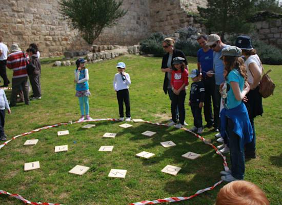 אוצרות הטבע. משחק בעמק יזרעאל / צילום: אורי שחף חברת פלטינום