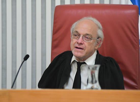 השופט ניל הנדל בדיוק בעתירה / צילום: רפי קוץ