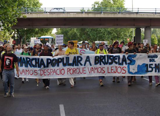 """המחאה החברתית במדריד. """"אנחנו הולכים לאט כי אנחנו הולכים רחוק"""" / צילום: ויקיפדיה"""