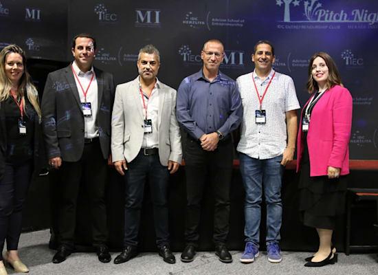מימין: שרה מאיר, יוסי מערבי, רן מגד, אלעד שמש, אריאל כהן וקרן קופילוב / צילום: טומי אורן