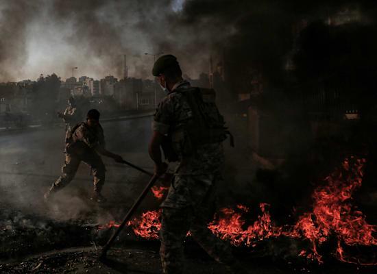הפגנות בלבנון בעקבות המחסור בדלק / צילום: Reuters, Marwan Naamani/dpa