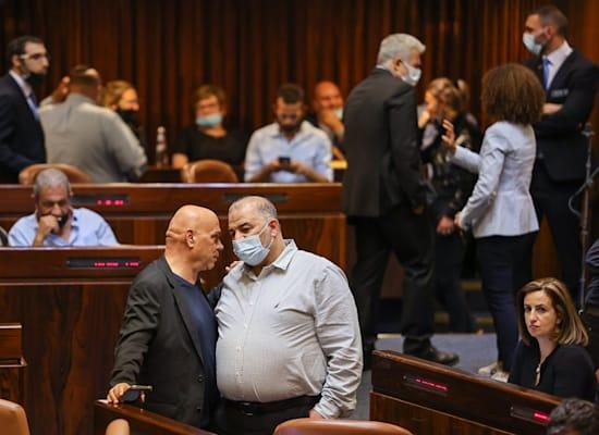 מנסור עבאס ועיסאווי פריג׳ במליאת הכנסת בדיונים על חוק האזרחות / צילום: נועם מושקוביץ, דוברות הכנסת
