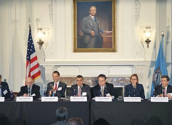 סקוט מורטון (שניה מימין) בדיון בנציבות הסחר הפדרלית / צילום: צילום מסך מתוך שידור הדיון
