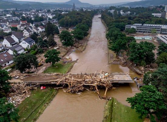 גשר הרוס בבאד נוינהאר-ארלווילר, בגרמניה / צילום: Associated Press, Michael Probst