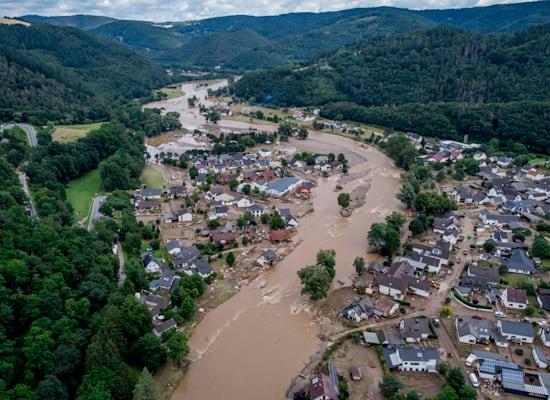 נהר האר עלה על גדותיו וגרם להרס רב מאוד בעירייה אינסול בגרמניה / צילום: Associated Press, Michael Probst