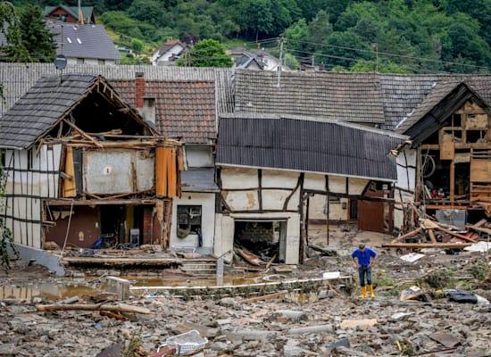 בתים הרוסים בעירייה שולד בגרמניה. הגשמים העזים גמרו לנהר האהר לעלות על גדותיו / צילום: Associated Press, Michael Probst