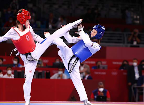 אבישג סמברג הישראלית נגד הטורקייה רוקיי יילדרים בקרב על הארד בטאקוונדו באולימפיאדת טוקיו / צילום: Reuters, Khalil Hamra