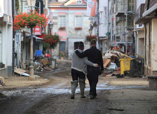 סוף השיקום לא נראה באופק בעיר באד נוינהאר, גרמניה, השבוע / צילום: Reuters, WOLFGANG RATTAY