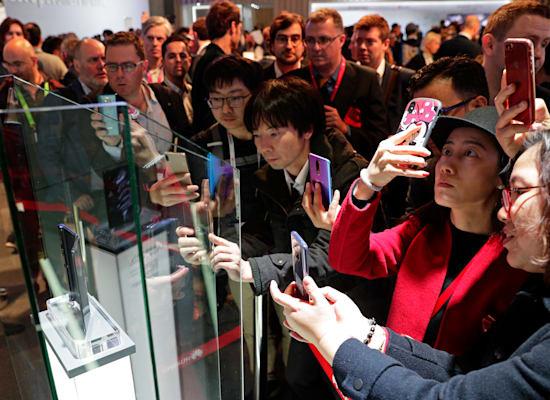 תערוכת MWC. כנס המובייל החשוב בעולם / צילום: Associated Press, Manu Fernandez