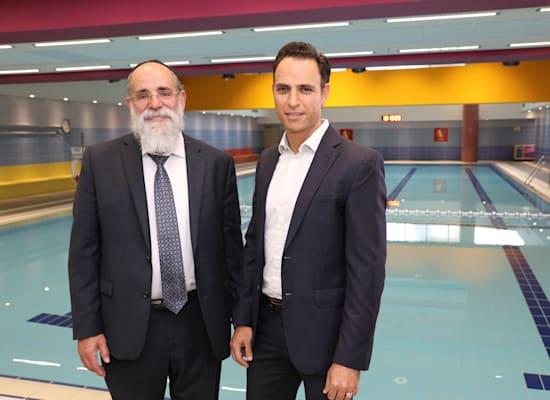 עמוס פם, מנכ''ל רקיט (מימין), וקלמן סמואלס, מייסד עמותת שלוה / צילום: רפי דלויה