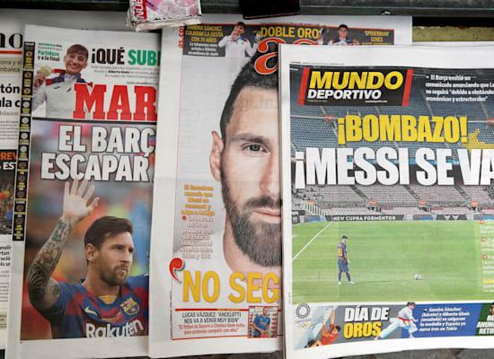 עיתוני ספרד מודיעים על העזיבה / צילום: Associated Press, ALBERT GEA