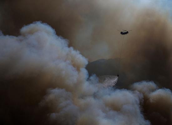 שריפה בטורקיה. אלפים נאלצו לפנות את בתיהם / צילום: Associated Press, Emre Tazegul