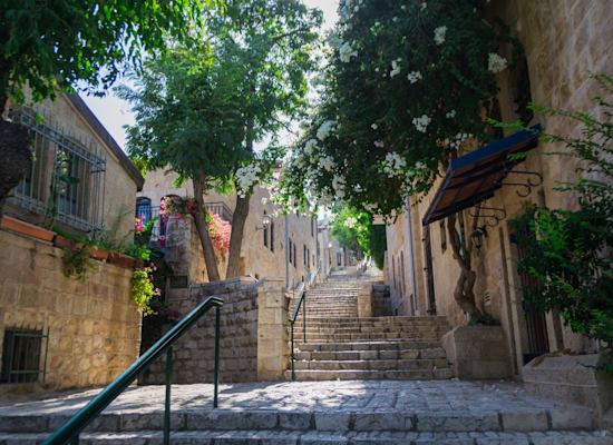 צל בירושלים. יותר קל לטפל ברחובות צרים / צילום: Shutterstock